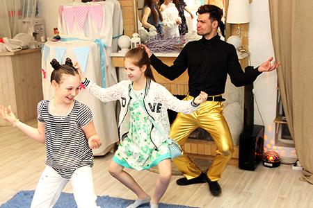 Танцы со звездами на детский день рождения в Екатеринбурге в студии Артмезонин
