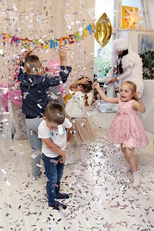 Бумажное шоу на детский день роджения в Екатеринбурге в студии Артмезонин