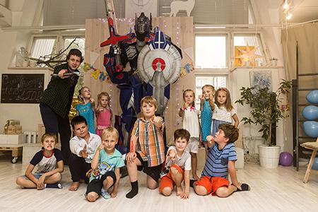 Шоу трансформеров на детский день роджения в Екатеринбурге в студии Артмезонин